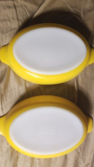 two vintage small mi t condition PYREX dishes yellow for Sale in San Diego, CA