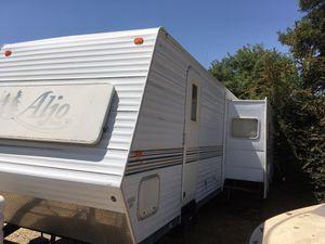 2003 aljo by skyline super slide double door 3 bunk beds for Sale in Fresno, CA