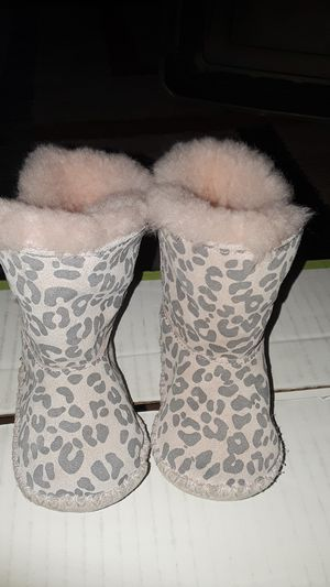 UGG BABY GIRLS BOOTS for Sale in Fairfield, CA