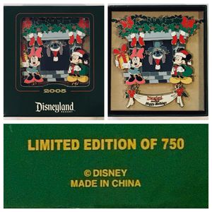 disney disneyland exclusive HAPPY HOLIDAYS 2005 mickey / minnie mouse + stitch boxed pin - LE 750 for Sale in Tustin, CA
