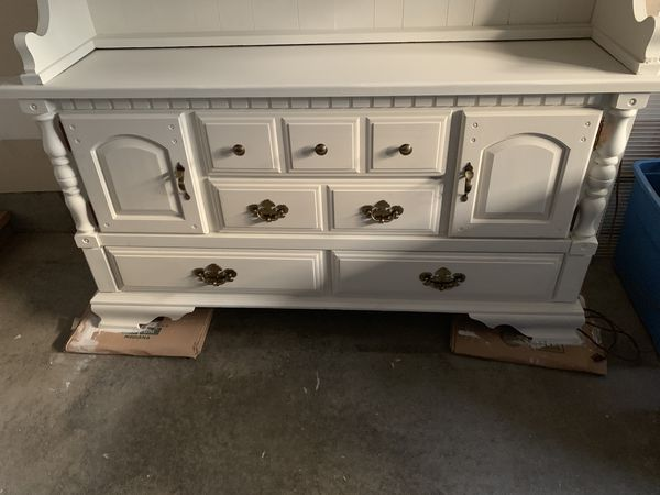 Gorgeous White Hutch/Cabinet