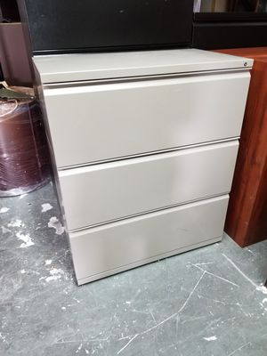 3 drawer lateral file cabinets $100 (good condition) for Sale in Houston, TX