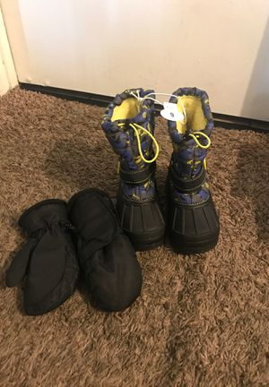 KIDS SNOW BOOTS AND GLOVES for Sale in Fontana, CA