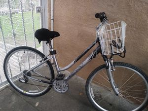 Giant cypress woman hybrid bike for Sale in Los Angeles, CA