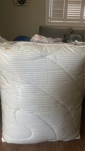 queen comfort bed cover for Sale in Whittier, CA