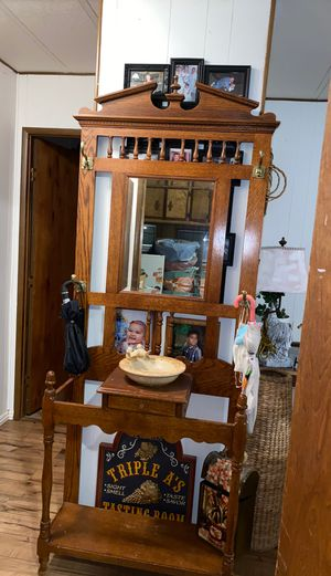 Antique entry table for Sale in Colton, CA