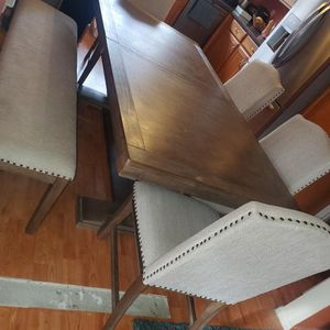 Raymour & Flanagan Dinning Set Bench 4 Chairs for Sale in Coram, NY