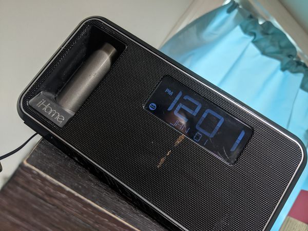 IHome iKN105BC Dual Charging Stereo Alarm Clock (Radio/Speakerphone) with NFC and removable power