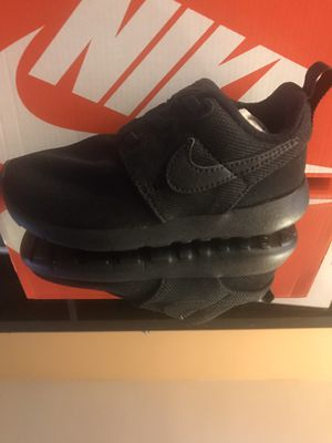 Nike roshe kids all black sneakers shoes 9c for Sale in Los Angeles, CA