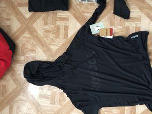 Men's Reebok hooded running shirt. for Sale in Philadelphia, PA