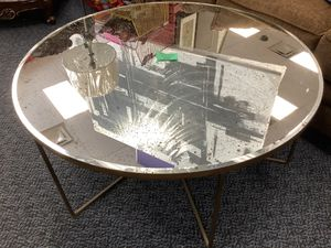 New Fraher Vintage Round Mirrored Top Coffee Table for Sale in Virginia Beach, VA