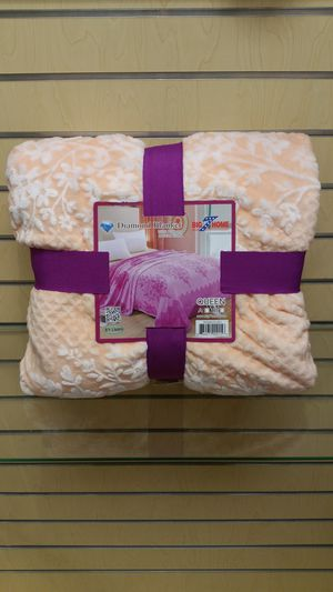 Queen Blanket - peach ( NEW ) Bed, couch, sofa for Sale in Holladay, UT