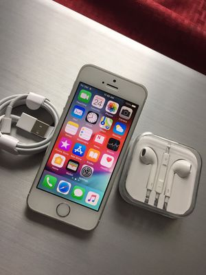 """iPhone 5S ,,Factory UNLOCKED Excellent CONDITION """"aS liKE nEW"""" for Sale in VA, US"""