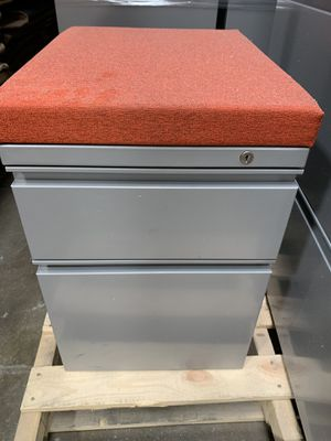Offices furniture, drawers, chairs , stand for coats for Sale in Glen Burnie, MD