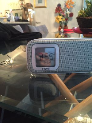 Alarm clock charge ur iPhone 5 5s for Sale in Sunny Isles Beach, FL