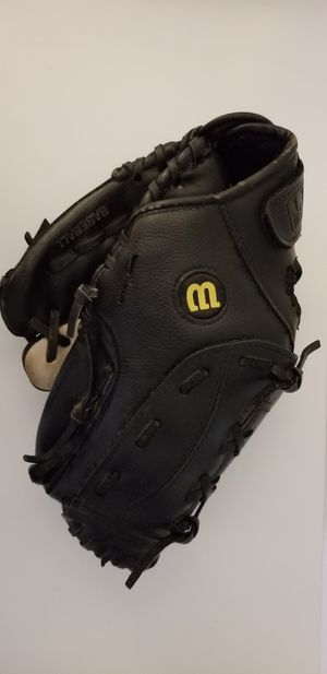 """Wilson 11"""" Youth Baseball Glove for Sale in Orland Park, IL"""