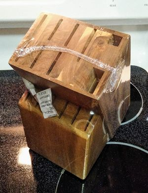 Kitchen Knife Block for Sale in Royal Palm Beach, FL