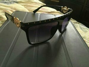Versace dark shade sunglasses Unisex for Sale in Severn, MD