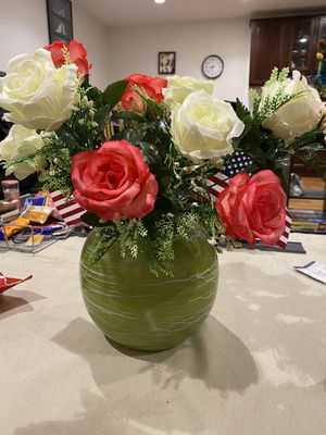 Flower vase and silk flowers for Sale in San Jose, CA