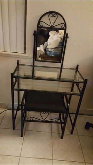 Small Vanity / Dressing Table for Sale in Signal Hill, CA