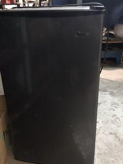 Midea Mini Fridge for Sale in Brunswick,  OH