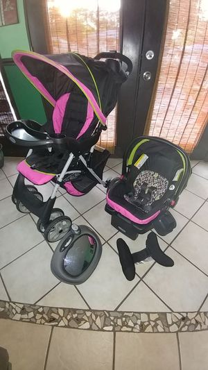Graco baby stroller with car seat, additional head support and back seat mirror. for Sale in St. Louis, MO