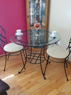 Two Seat coffee or dinette set for Sale in Bloomingdale, IL