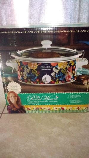 The pioneer woman 6 quart Fiona Flora portable slow cooker with sealed lid. for Sale in Land O' Lakes, FL