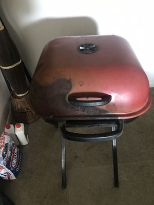BBQ grill. Noting wrong with it. Just need cleaning or raking out. Need gone by Fri 4/23 for Sale in West Palm Beach, FL