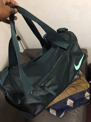 Nike duffle bag for Sale in Valley View, OH