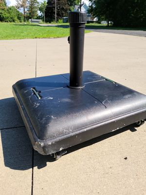 80lbs umbrella base with wheels for Sale in Columbia Station, OH