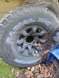 8 lug wheel tires hold air for Sale in Seattle,  WA