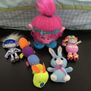 Toys Bundle - Stuffed Animals And Trolls for Sale in Hollywood, FL