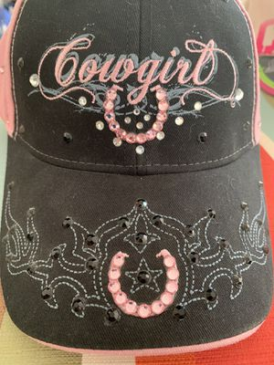 Black and pink hat for Sale in Hesperia, CA