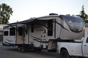 2014 Heartland Silverado 34SE 5th Wheel Travel Trailer RV/Camper for Sale in Tacoma, WA