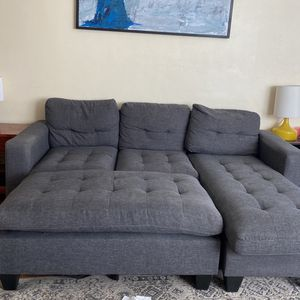 Grey sectional (3 Piece ) - $225 (cash Or Cash app) for Sale in Los Angeles, CA