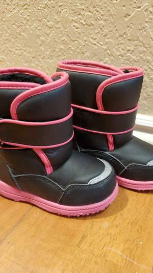 New toddler girl snow boots for Sale in Riverside, CA