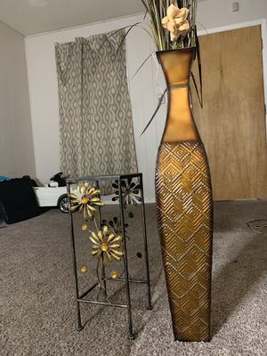 Vase stand/flower for Sale in Durham, NC