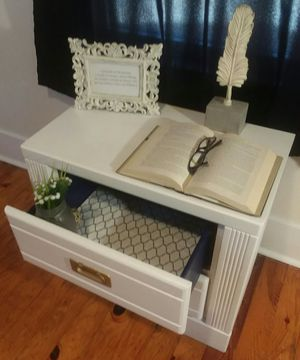 Royal Night Stand/End Table for Sale in Keysville, VA