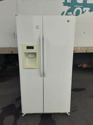 GE white side by side refrigerator for Sale in Cerritos, CA