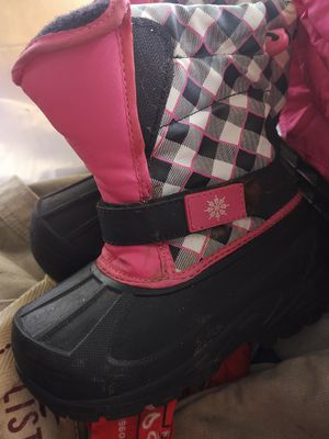 Girls snow boots size 1 for Sale in Louisville, KY