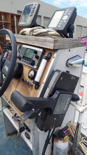 Valvo Westcoaster Welded Aluminum Center Console fishing boat. Runs great 👍. for Sale in Santa Ana, CA