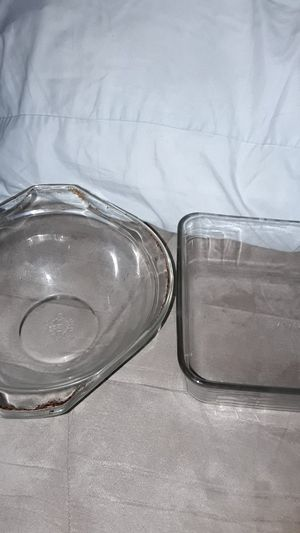 2 Pyrex Casserole Dishes for Sale in Fort Mohave, AZ