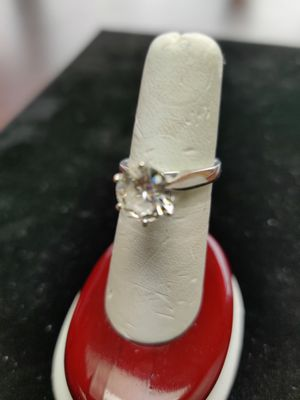 3.0 ct Diamond Tiffany Ring - Deals Now on the Net for Sale in Utica, MI