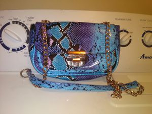 BEAUTIFUL CROSS BODY PURSE for Sale in Vancouver, WA