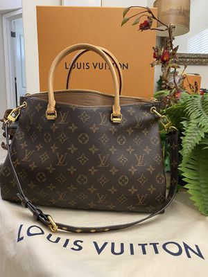 LIKE NEW AUTHENTIC LOUIS VUITTON PALLAS MM COMES WHIT DUST BAG for Sale in Sacramento, CA