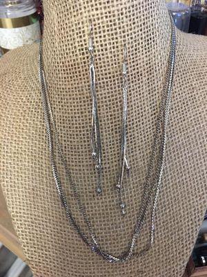 Lindo juego cadenas y aretes stainless joyería antigua for Sale in Virginia Gardens, FL