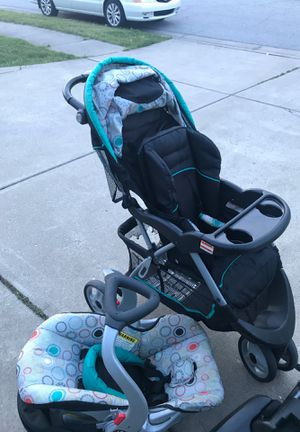 stroller with car seat for Sale in West Lafayette, IN