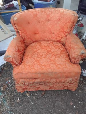 Vintage orange chair. $15.00. Cash only for Sale in Dallas, TX