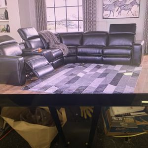 Power Reclining Sectional ( Head Rest Moves Separately ) ON SALE for Sale in Federal Way, WA